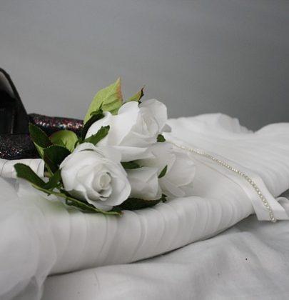Zabezpieczenie sukni ślubnej przed rozlanym winem, colą, zabrudzeniami.