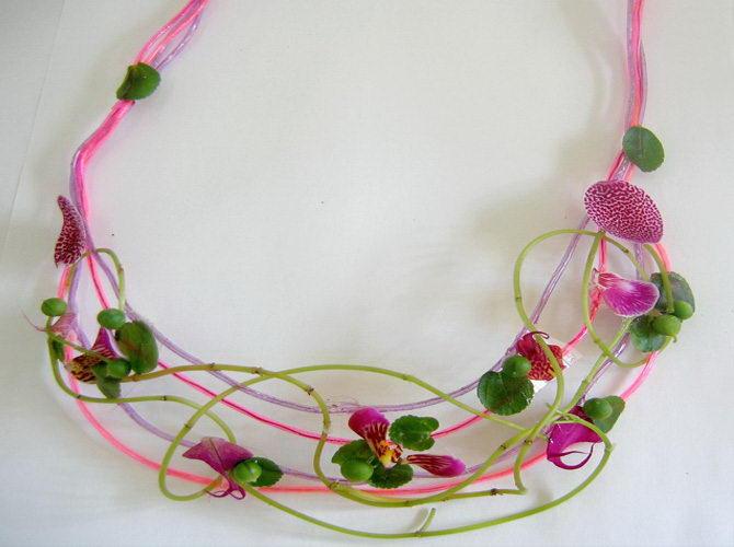 Naszyjnik z kwiatów