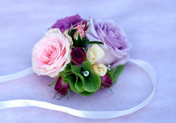 bransoletki z kwiatów