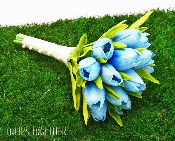 bukiet ślubny w kolorze niebieskim