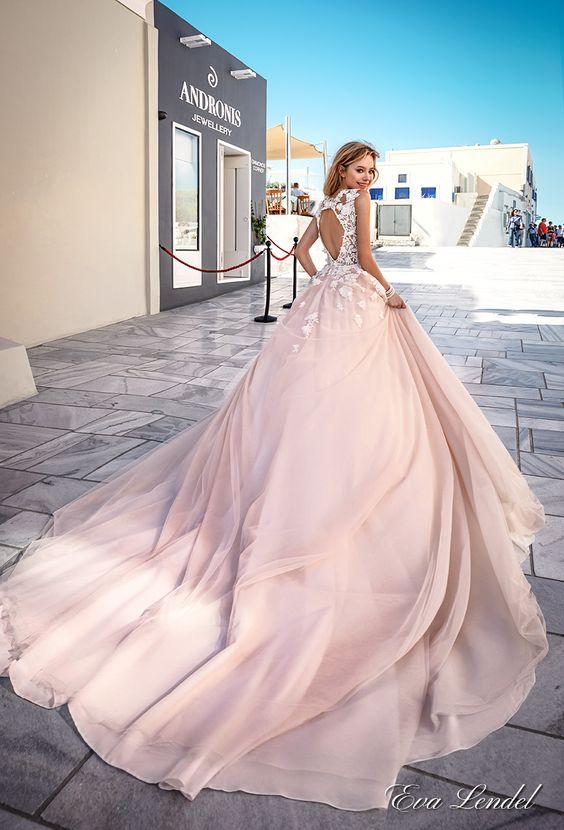 Różowe suknie ślubne