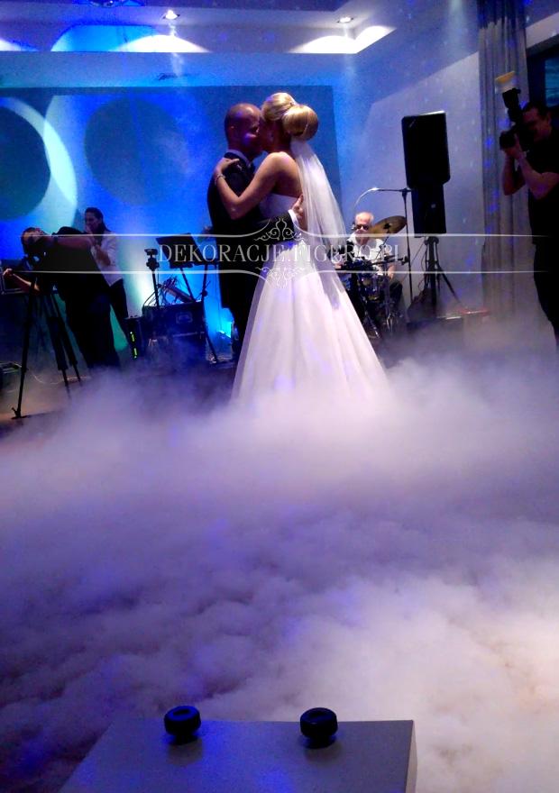 taniec we mgle na weselu