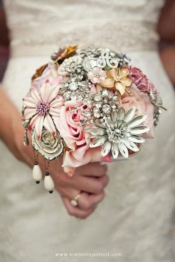 Bukiety ślubne z biżuterią
