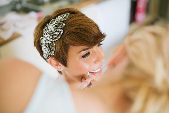 bardzo krótkie fryzury ślubne
