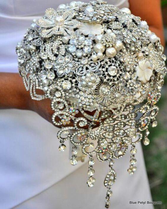 bukiety ślubne z biżuterii