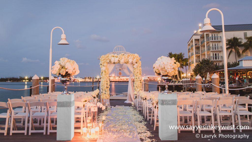 Oprawa dekoracyjna ślubu w plenerze
