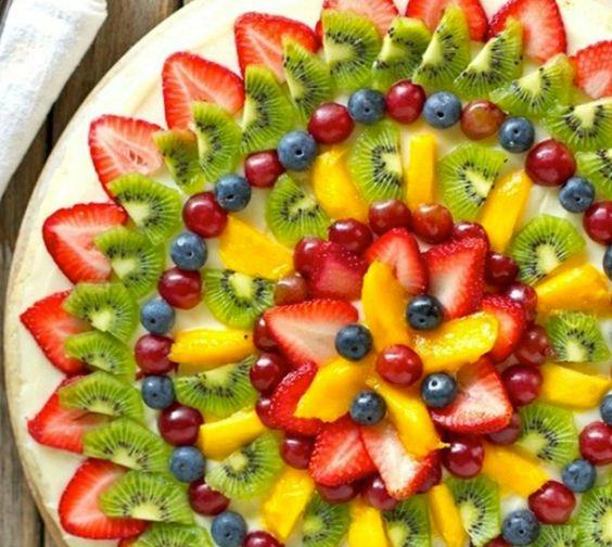 Stół z owocami