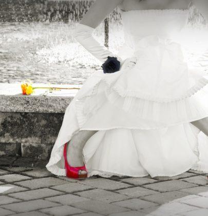 Buty ślubne dla Panny Młodej – wysokie szpilki czy niskie baleriny?