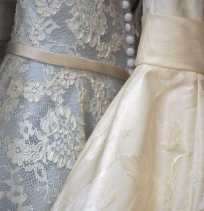 Długa? Krótka? Skromna? Z bajecznymi ozdobami? Jak wybrać suknię ślubną i nie zwariować?
