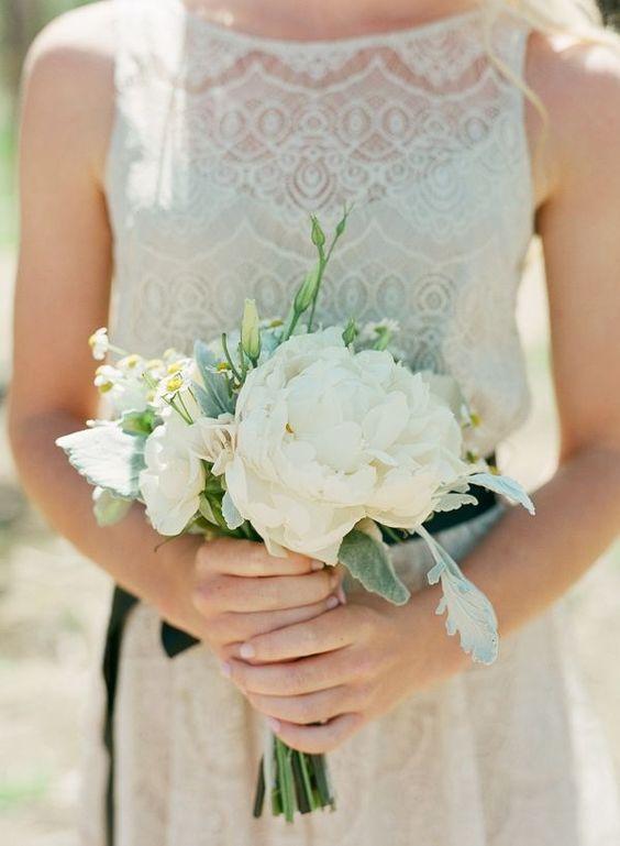 bukiet ślubny z peonii