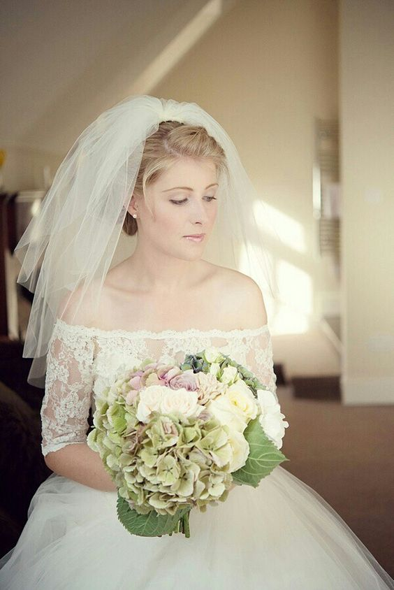Krótki welon ślubny