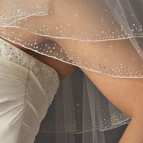 Welon ślubny z kryształkami Swarovskiego