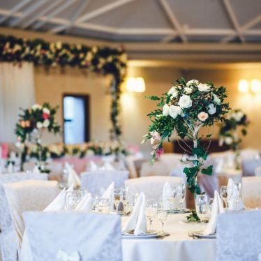 Urządźcie piękne letnie wesele w którymś z modnych dziś klimatów? Najpopularniejsze style aranżacji ślubu i wesela!