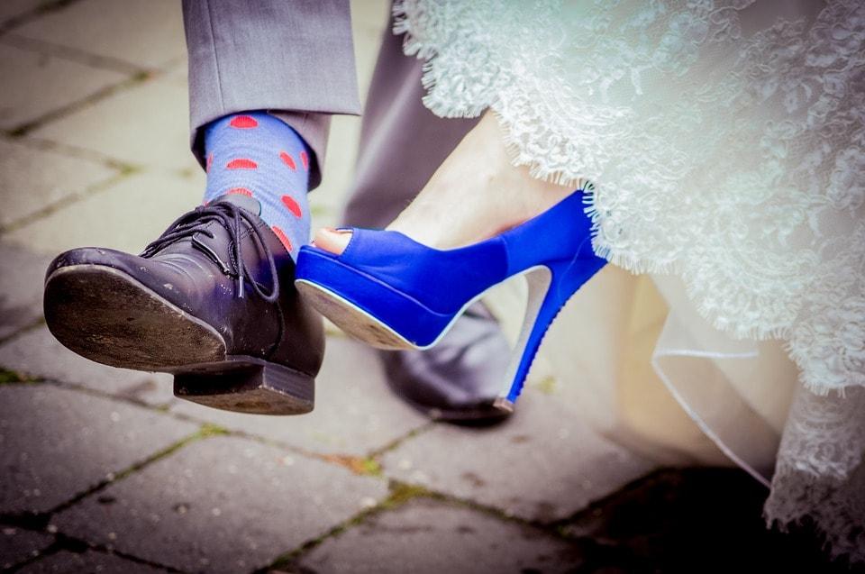 Błękitna suknia ślubna i dodatki ślubne