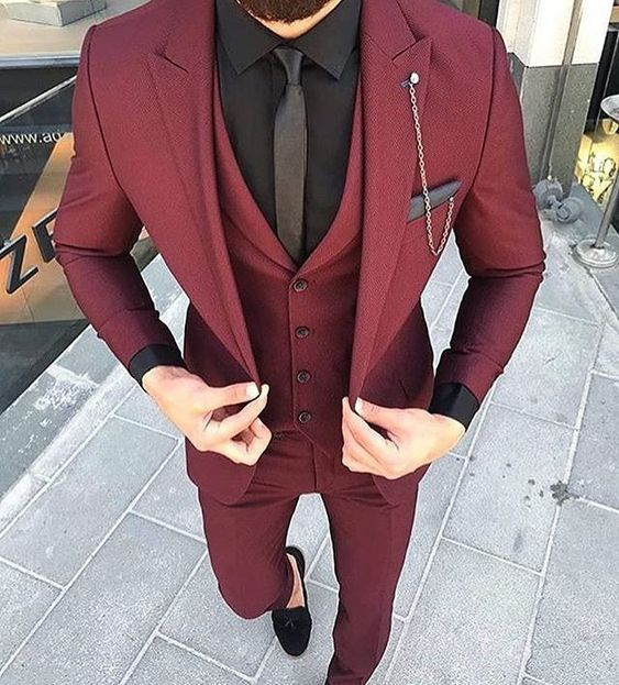 bordowy garnitur ślubny