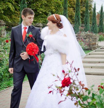 Okrycie wierzchnie dla Panny Młodej, czyli sposób na ślub w chłodny dzień