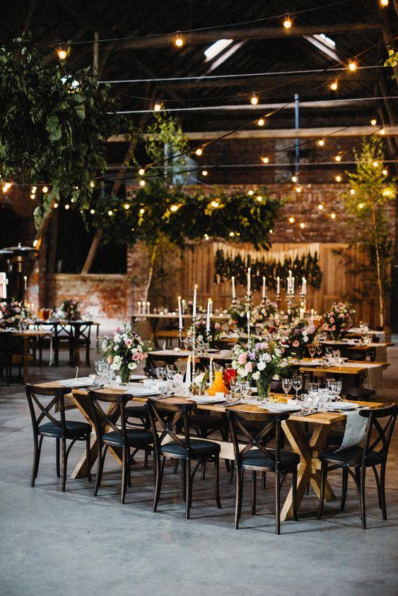 przyjęcie weselne w stodole