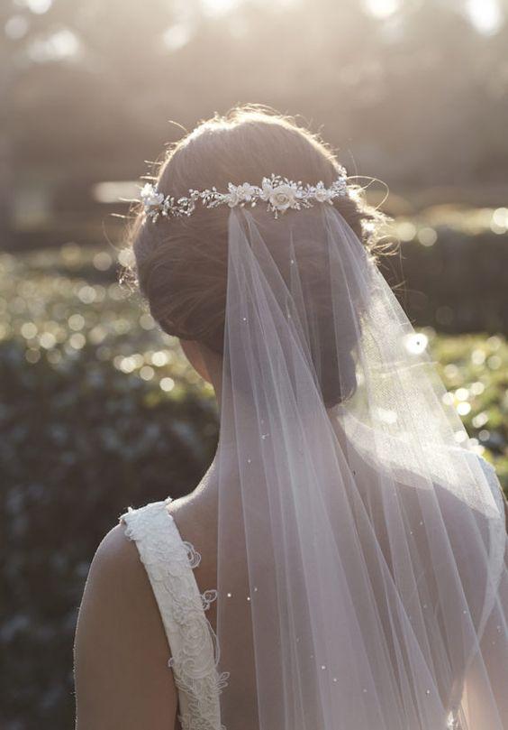 Ślubny welon doczepiany do fryzury