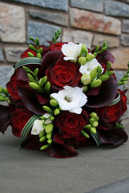 Kwiaty w kolorze bordo