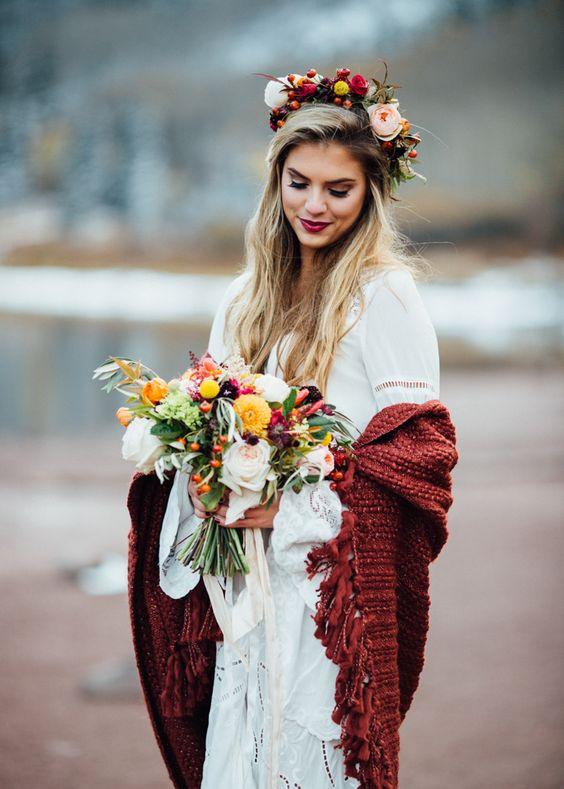 Okrycie wierzchnie Panny Młodej w kolorze bordo