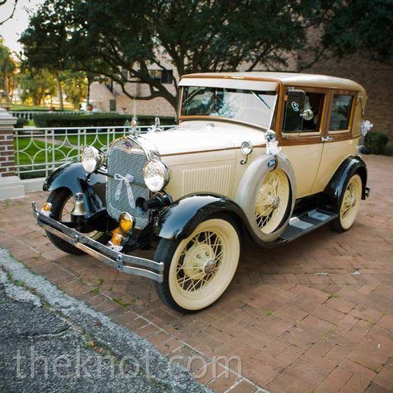retro samochód do ślubu