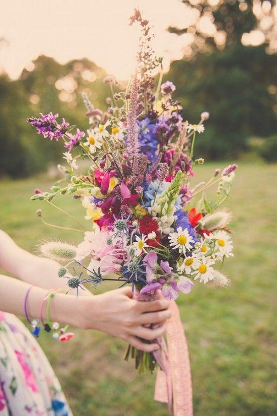 Bukiet ślubny z kwiatów polnych