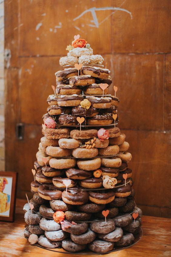 tort weselny donuty