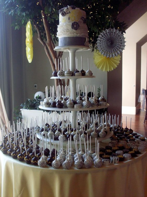 tort weselny z lizaków