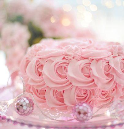Weselne słodkości – co wybrać, gdy jest tak wiele opcji? Słodki stół na weselu!